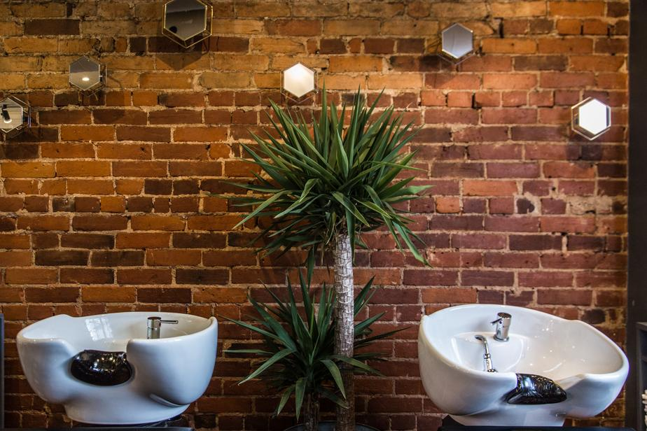 hair-salon-sinks-on-red-brick_925x